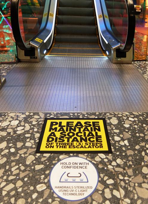 サックス・フィフス・アベニューNY五番街店のコロナ対策 #SAKS♥NYC_b0007805_01295658.jpg