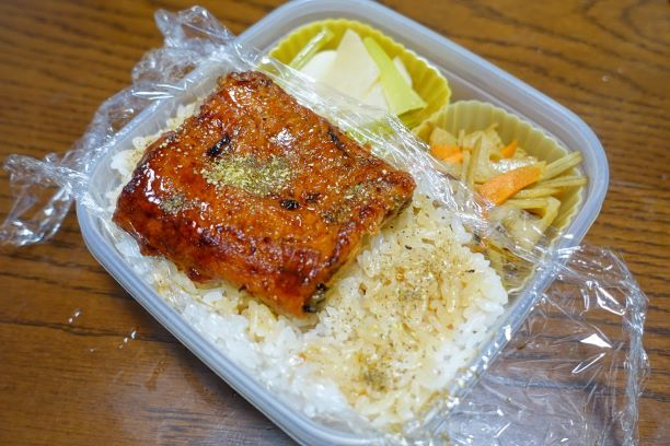 ある日のお弁当(うな丼)_b0287241_06261376.jpg