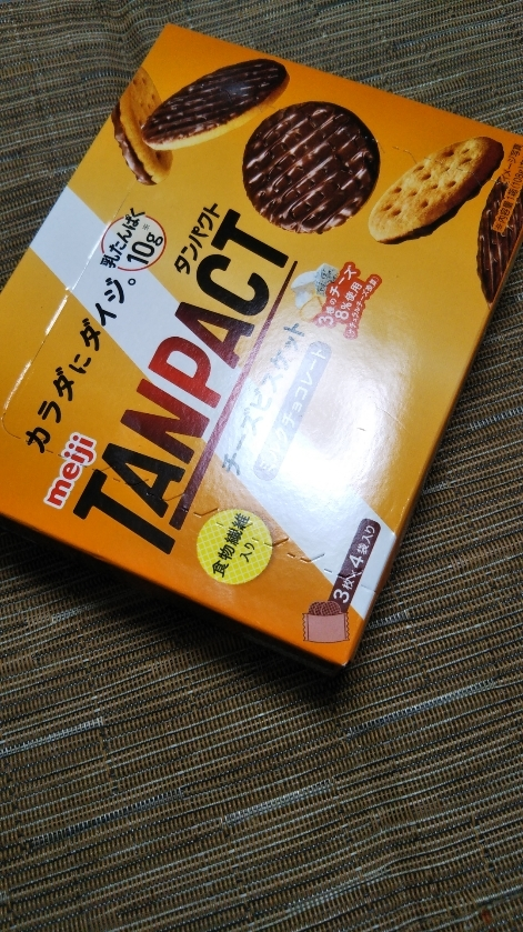 タンパクト チーズビスケット ミルクチョコレート_f0076001_22502696.jpg
