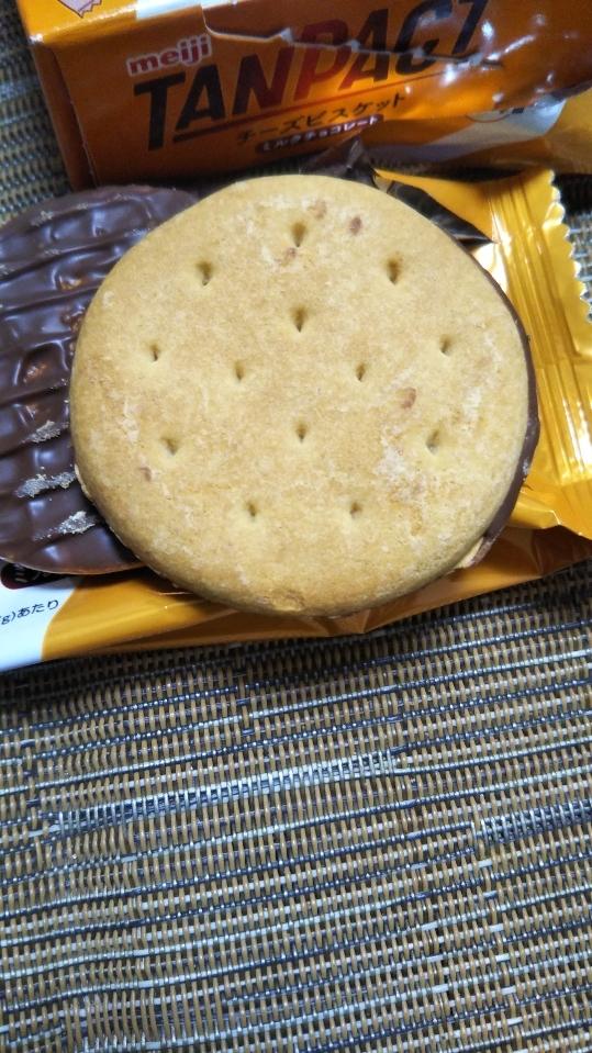 タンパクト チーズビスケット ミルクチョコレート_f0076001_22511905.jpg