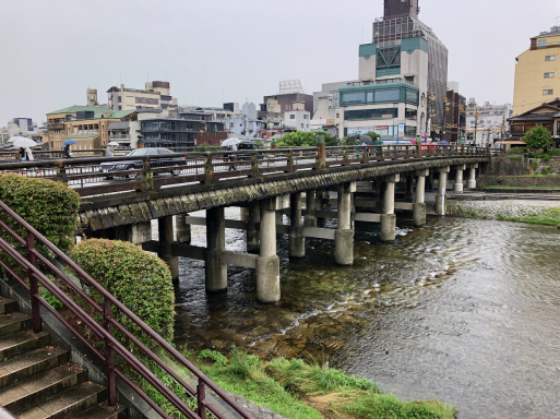 思いがけずキレイなトンネル。と、東海道終点と始点。_d0057843_20394168.jpeg