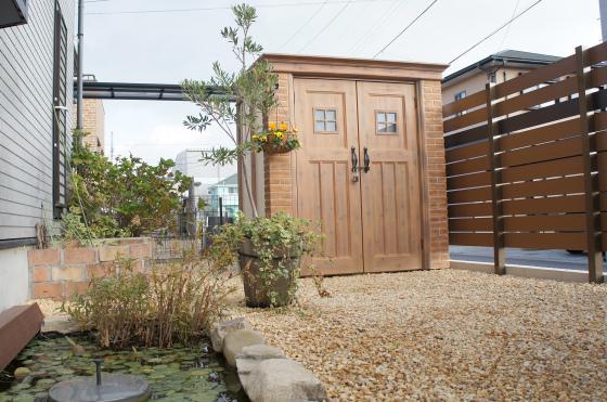 お庭を素敵に変身! ディーズガーデン物置『カンナ』の施工例_b0396601_11174357.jpg
