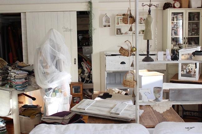 ミシン部屋の家具配置替えと「押入れ収納DIY1」ようやくお披露目♪_f0023333_23065525.jpg