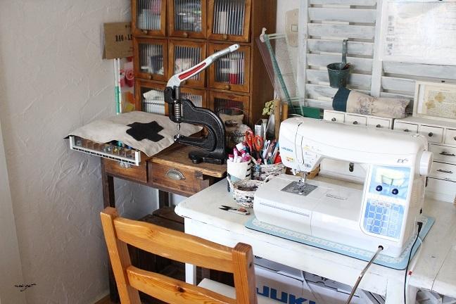 ミシン部屋の家具配置替えと「押入れ収納DIY1」ようやくお披露目♪_f0023333_23070129.jpg