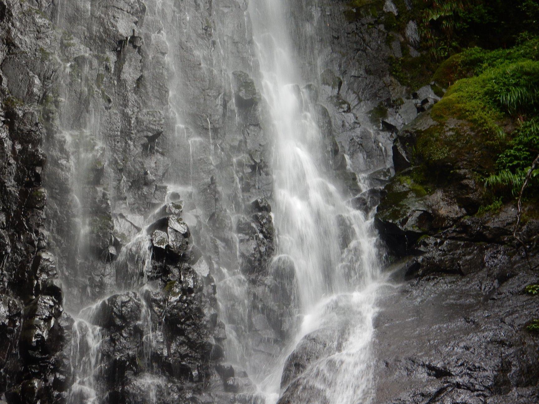 【 猿尾の滝、上の道が7年ぶりに開通 】_f0112434_17231601.jpg