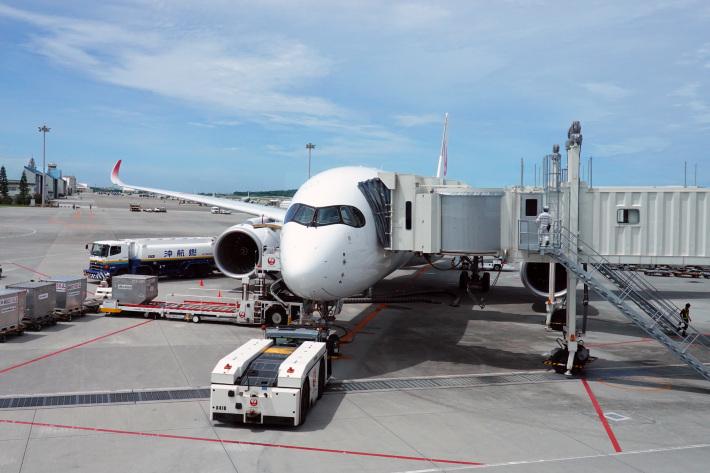 日本航空 JL904便 A350-900 ファーストクラスで那覇から羽田へ 当日アップグレード 那覇空港のダイヤモンド・プレミア ラウンジ_f0117059_20405243.jpg