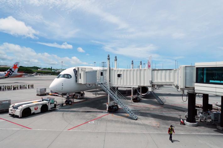 日本航空 JL904便 A350-900 ファーストクラスで那覇から羽田へ 当日アップグレード 那覇空港のダイヤモンド・プレミア ラウンジ_f0117059_20410458.jpg