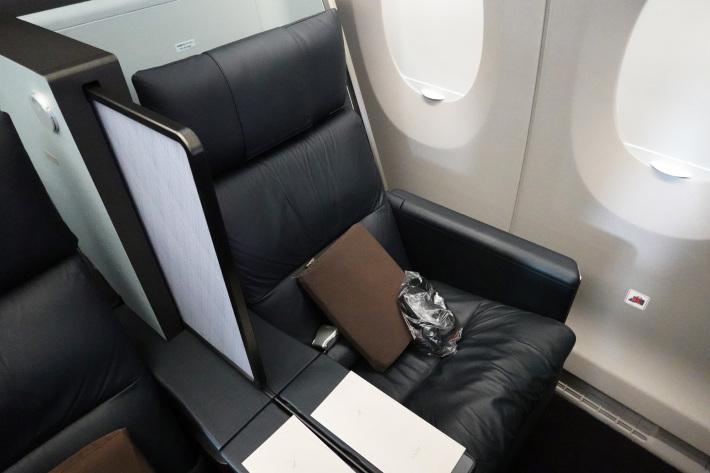 日本航空 JL904便 A350-900 ファーストクラスで那覇から羽田へ 当日アップグレード 那覇空港のダイヤモンド・プレミア ラウンジ_f0117059_20434114.jpg