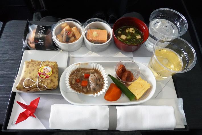 日本航空 JL904便 A350-900 ファーストクラスで那覇から羽田へ 当日アップグレード 那覇空港のダイヤモンド・プレミア ラウンジ_f0117059_20444072.jpg