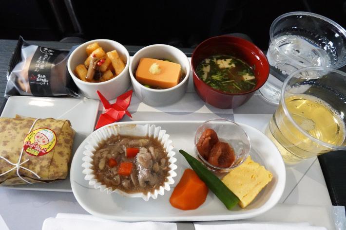 日本航空 JL904便 A350-900 ファーストクラスで那覇から羽田へ 当日アップグレード 那覇空港のダイヤモンド・プレミア ラウンジ_f0117059_20445011.jpg