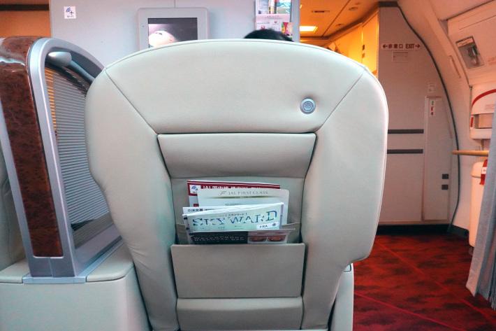 日本航空 JL904便 A350-900 ファーストクラスで那覇から羽田へ 当日アップグレード 那覇空港のダイヤモンド・プレミア ラウンジ_f0117059_20452122.jpg