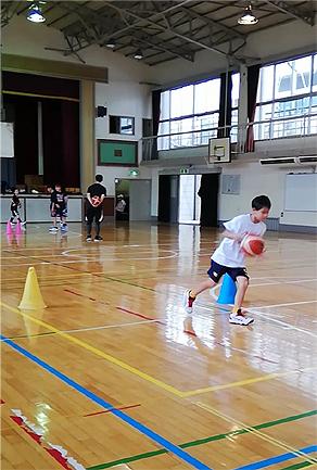 バスケの見学中、こっそり2分間トレーニングをしています_d0169072_22130031.jpg