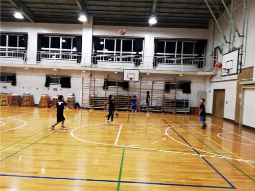 バスケの見学中、こっそり2分間トレーニングをしています_d0169072_22131348.jpg