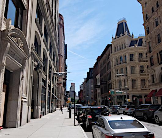 NYで愛される老舗の名店エリア、歴史ある建物、街角アート_b0007805_22353412.jpg