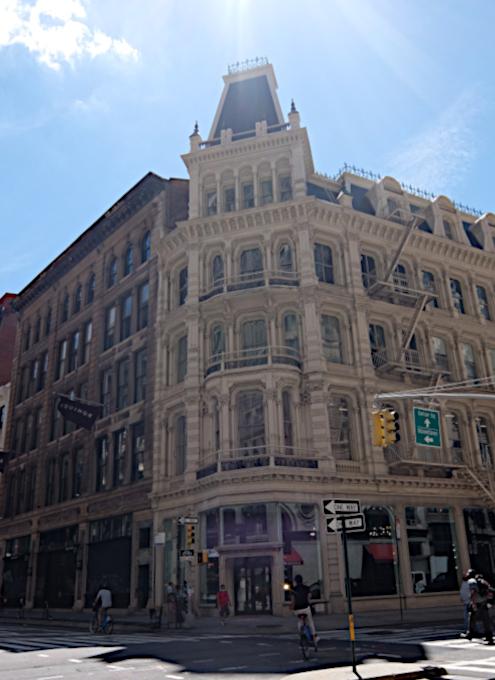 NYで愛される老舗の名店エリア、歴史ある建物、街角アート_b0007805_22360379.jpg