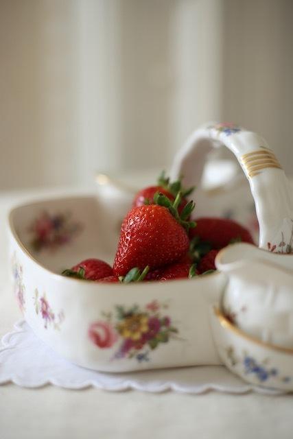 今年の苺は大変であります_f0380234_00414822.jpeg