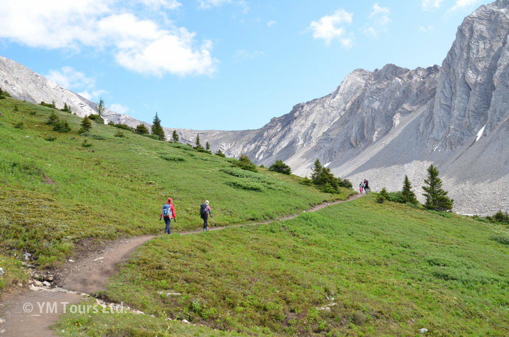 シーズンを通して楽しめる3つのベスト・ハイキングコース_d0112928_07134210.jpg