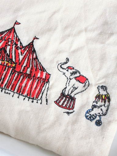 R&D.M.Co- CIRCUS EMBROIDERY POUCH_b0139281_9404095.jpg