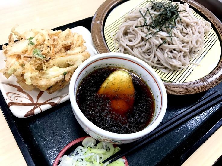 冷しとろろ蕎麦+かき揚げ @箱根そば 今日はオヤツの時間のランチになってしもうた。_c0212604_1644012.jpg