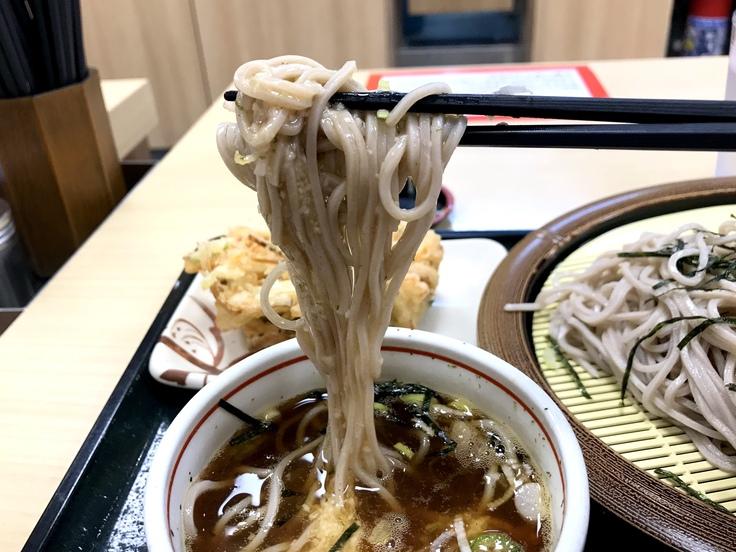 冷しとろろ蕎麦+かき揚げ @箱根そば 今日はオヤツの時間のランチになってしもうた。_c0212604_1651185.jpg