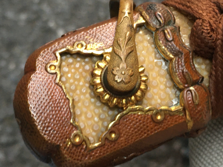 陸軍将校用新型制式軍刀外装・鞘は茶褐鮫鞘仕上の新型軍刀制定当初の物。_a0154482_19311405.jpg