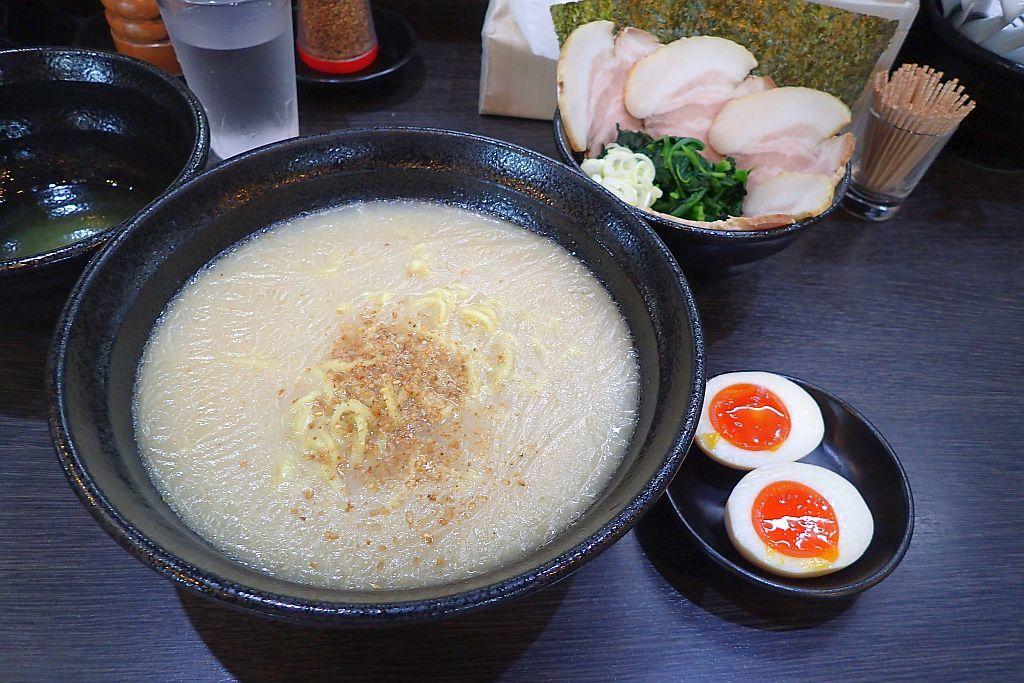 細江の「蔵前家」で味玉チャーシュー麺_e0220163_15512757.jpg