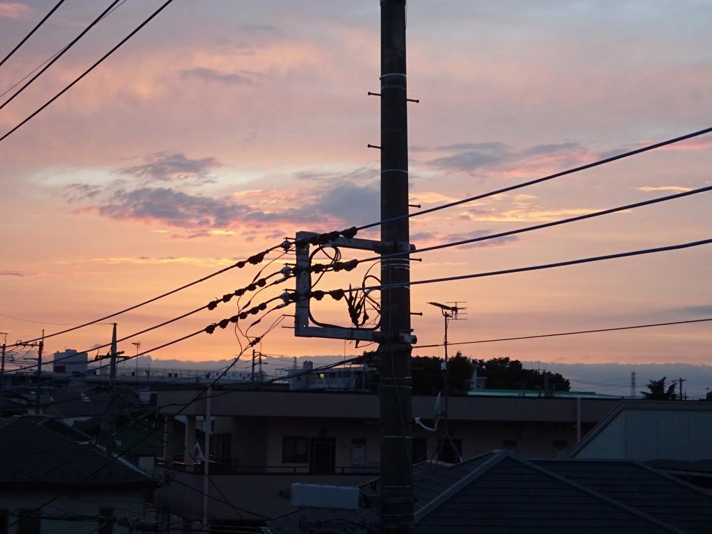 昨日久々に青空、夕方から日没は茜空_d0061678_15210385.jpg