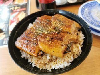 くら寿司 すしやの特上うな丼_a0007462_08560506.jpg