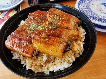 くら寿司 すしやの特上うな丼_a0007462_08562812.jpg