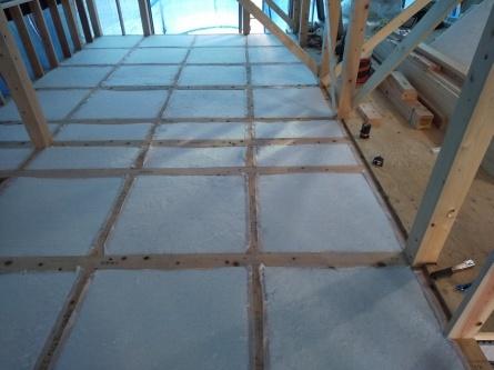 「自然素材に包まれた高断熱の家」が完成しました。_e0140472_13541758.jpg