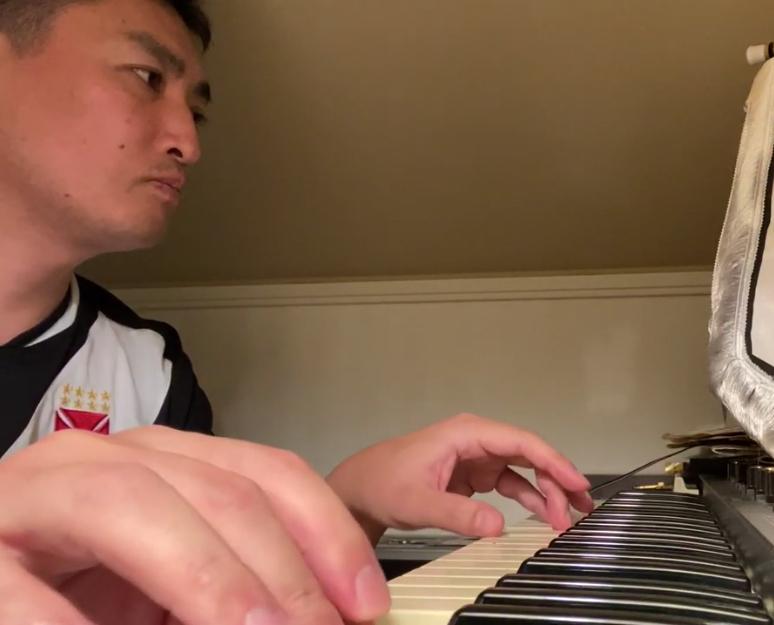 譜面ないので自分の耳で音をとって、オルガンを弾いてみた♬ Tentei toca órgão sobre o hino do C.R.Vasco da Gama #VASCO_b0032617_00182780.jpg