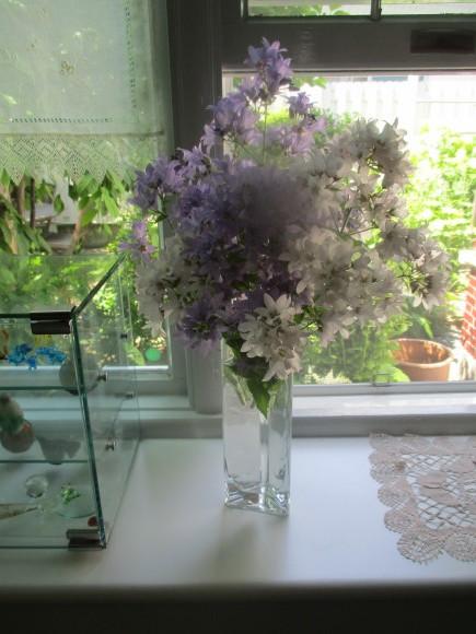 お花を飾って3人でランチ会_a0279743_22035264.jpg