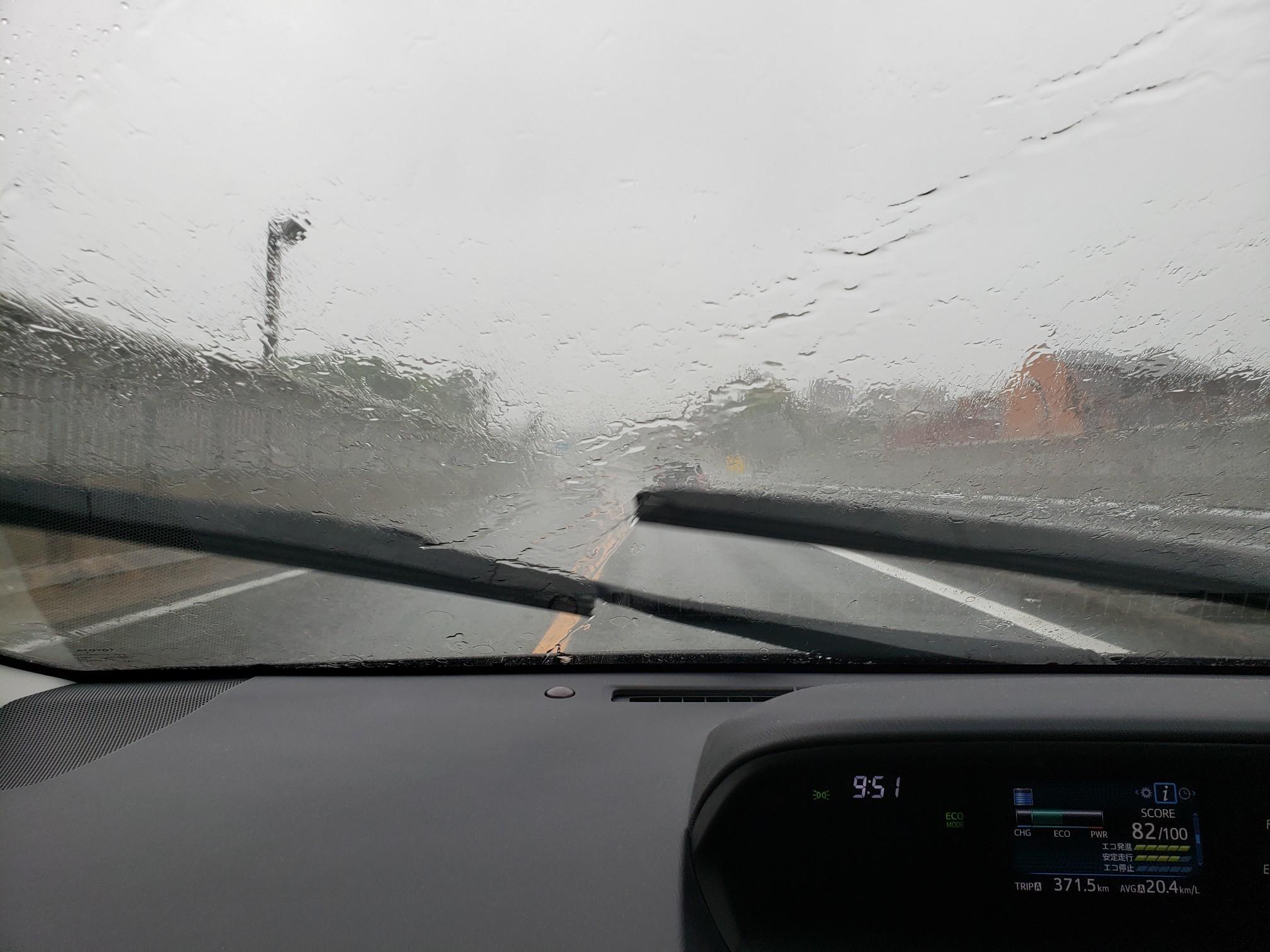 大雨とお好み焼き_c0160277_01123906.jpg