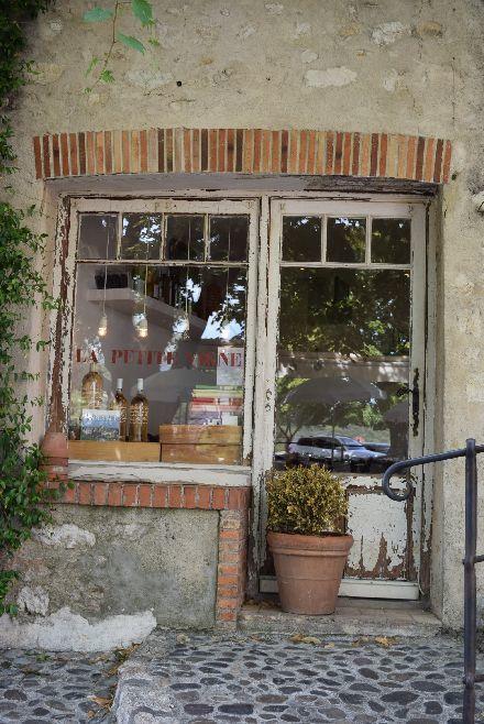 南仏の瓦が可愛い村_b0346275_05320487.jpg