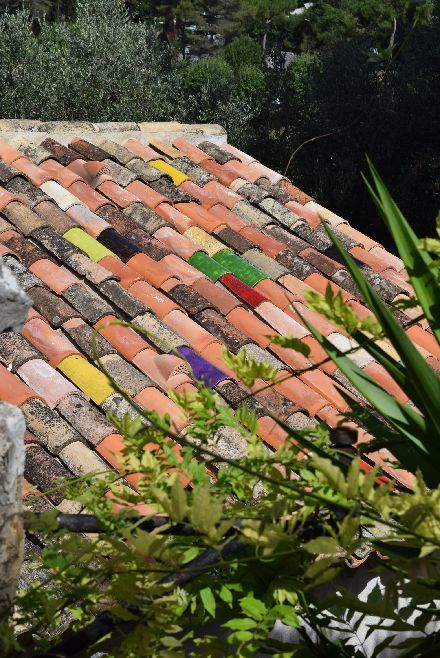 南仏の瓦が可愛い村_b0346275_05322504.jpg