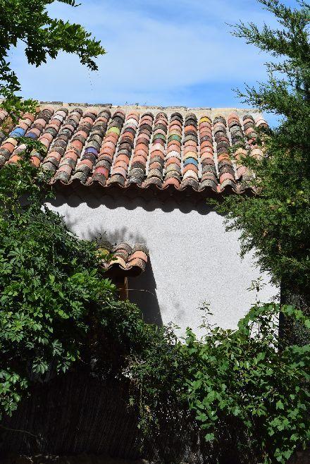 南仏の瓦が可愛い村_b0346275_05323304.jpg