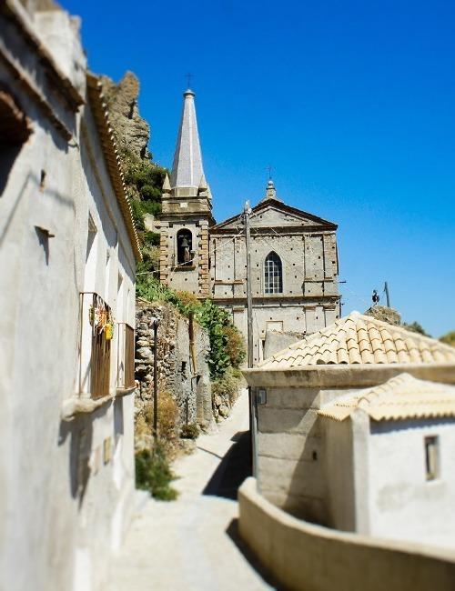 ペンテダッティロ 悲劇を背負い廃墟と化した奇岩の村_f0205783_13455075.jpg