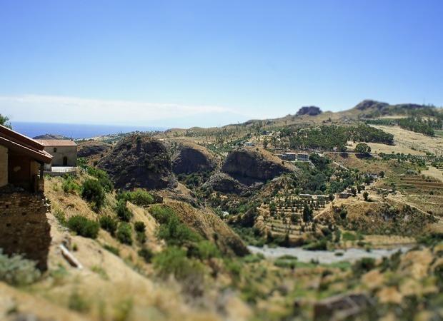 ペンテダッティロ 悲劇を背負い廃墟と化した奇岩の村_f0205783_14120062.jpg