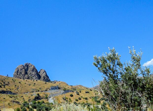ペンテダッティロ 悲劇を背負い廃墟と化した奇岩の村_f0205783_19104594.jpg