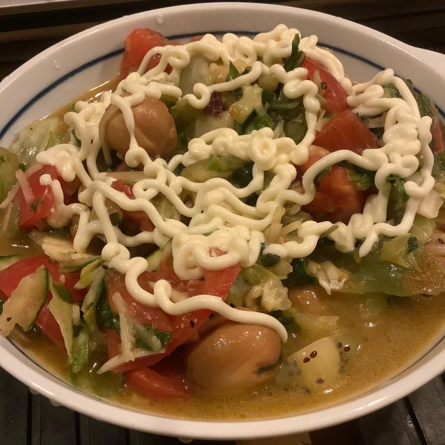 麺に乗せるとごっつい冷麺やぞ、このサラダは。。_a0334793_22033154.jpg