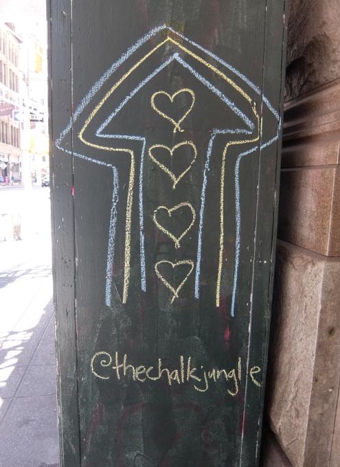 NYの街角に人々を笑顔にするハート・アート急増中、 Eva HustonさんのThe Chalk Jungle_b0007805_22164747.jpg
