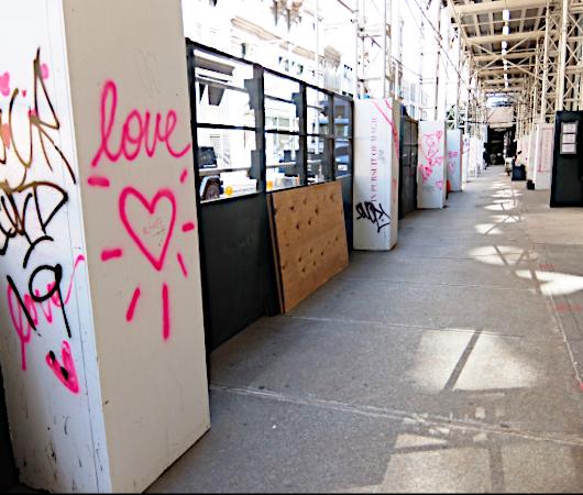 NYの街角に人々を笑顔にするハート・アート急増中、 Eva HustonさんのThe Chalk Jungle_b0007805_22310798.jpg