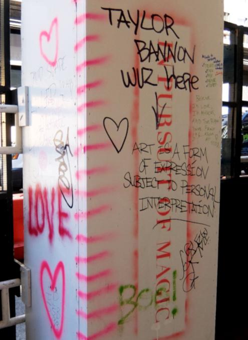 NYの街角に人々を笑顔にするハート・アート急増中、 Eva HustonさんのThe Chalk Jungle_b0007805_22451014.jpg