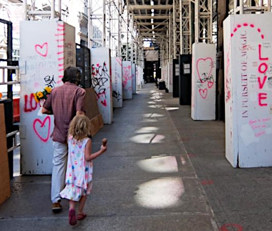 NYの街角に人々を笑顔にするハート・アート急増中、 Eva HustonさんのThe Chalk Jungle_b0007805_22503863.jpg
