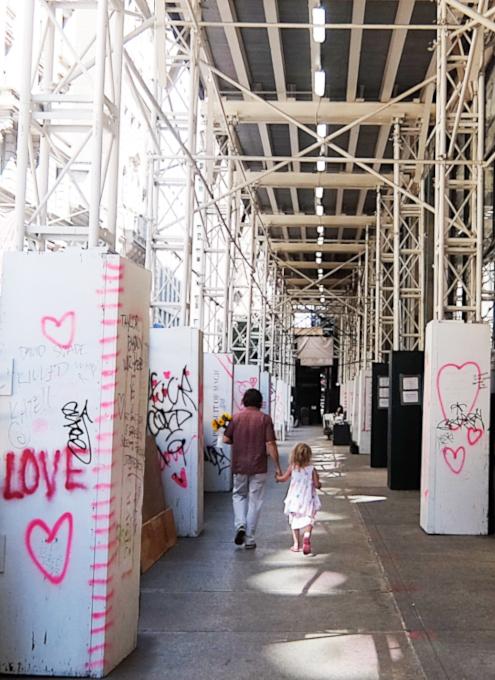 NYの街角に人々を笑顔にするハート・アート急増中、 Eva HustonさんのThe Chalk Jungle_b0007805_22515651.jpg