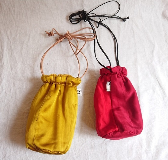Chanel tweed reversible drawstring bag :3_f0144612_13015000.jpg