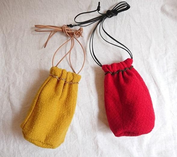 Chanel tweed reversible drawstring bag :3_f0144612_13015228.jpg