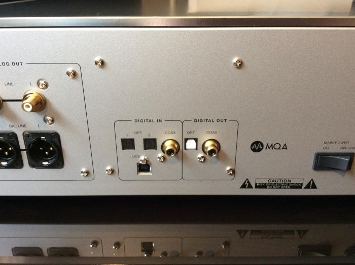 LUXMAN(ラックスマン)のSACD/CDプレーヤーのフラグシップ D-10X を試聴いたしました。_b0292692_14352334.jpg