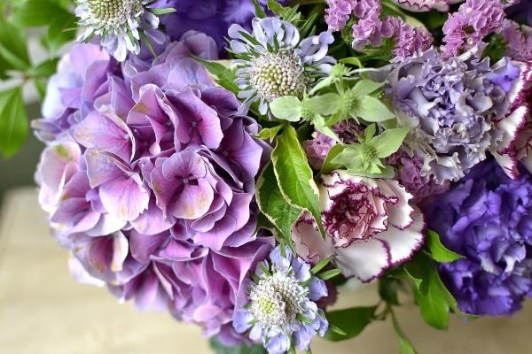 お誕生日のお祝いにアンティークあじさいを使った花束。_e0375748_17552995.jpg