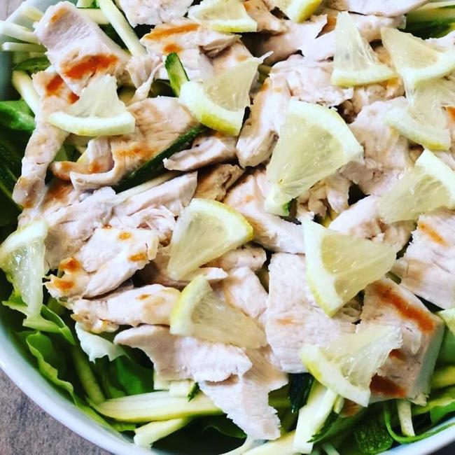 暑い夏は鶏肉のグリルサラダ 【ローカボレシピ】_e0335287_04525394.jpg